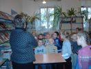 Uczniowie kl. Ia PSP Nr 2 w Staszowie na wycieczce w Bibliotece